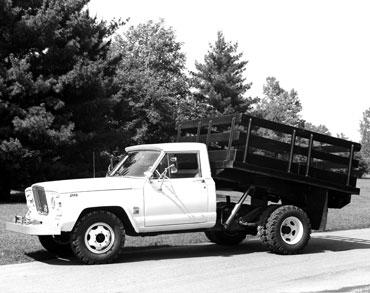 1963 1987 jeep gladiator j series truck 02 Jeep History (1960s)